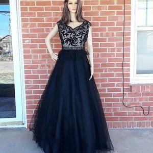 42de8e6e119 Madison James Dresses - Plus size 22 Madison James prom dress beaded